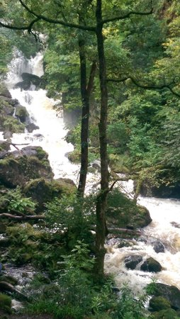 Lodore Falls Hotel : The Waterfall at the back of the Lodore