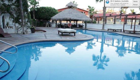 Bahia Hotel & Beach House: Pool, hot tub, and swim up bar