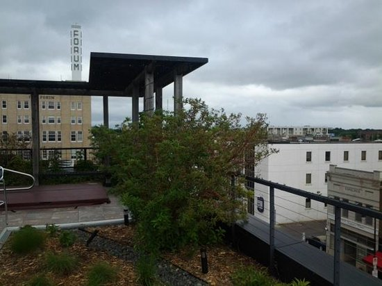 The Hotel Donaldson: Rooftop lounge and hot tub