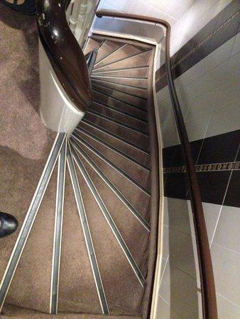 Clemens Hotel: Le ripide scalinate per giungere ai piani