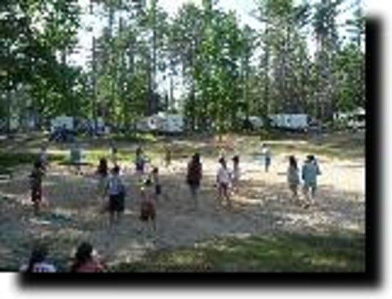 Salmon Falls River Camping Resort : Families enjoying a Volleyball game