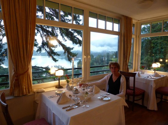 Hotel Triglav Bled: View on the lake from restaurant