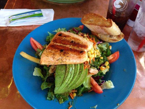 Oscar's Cafe : Salmon salad. Yummi.
