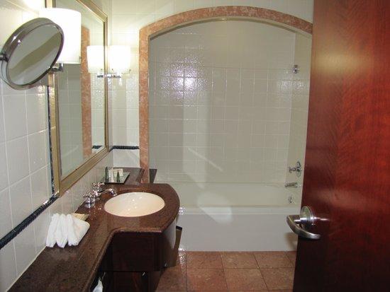 Bathroom - Picture of British Colonial Hilton Nau, Nau ... on