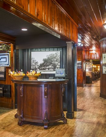 Johnny Harris Restaurant: Hostess stand and entry foyer