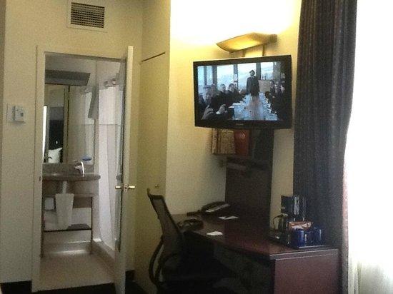 Club Quarters Hotel in Washington, D.C.: Corner room 916