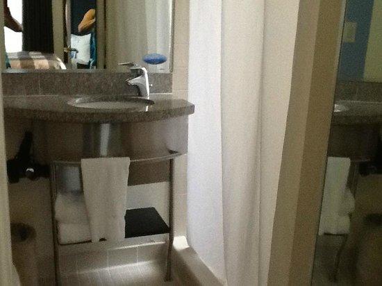Club Quarters Hotel in Washington, D.C.: Bathroom