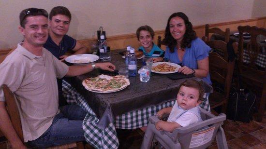 La Taverna dell'Artista: cenando en familia