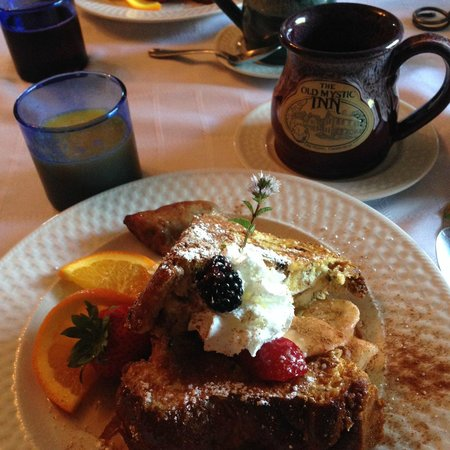 The Old Mystic Inn: Delicious stuffed french toast!