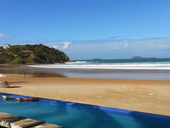 Chez Pitu Praia Hotel: Vista lado direito de Geriba