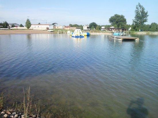 Caboose Lake Campground : beautiful clean lake.
