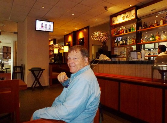 Allpa Hotel & Suites: In restaurant at hotel