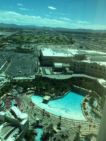 Four Seasons Hotel Las Vegas : View From 35th Floor overlooking the pools