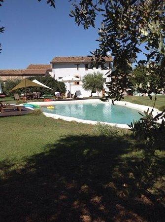 La casa di Dora: il rustico e la piscina