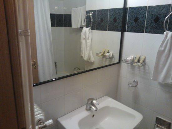 Hotel Tzaki : Μπάνιο