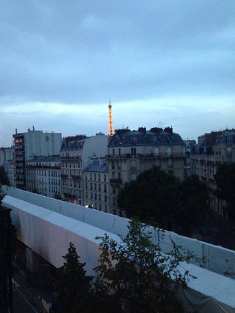 Hotel Baldi : View of the Eiffel Tower from the 7th floor hotel room.