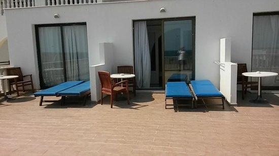 Princess Beach Hotel : espace terrasse a demi privative très spacieuce