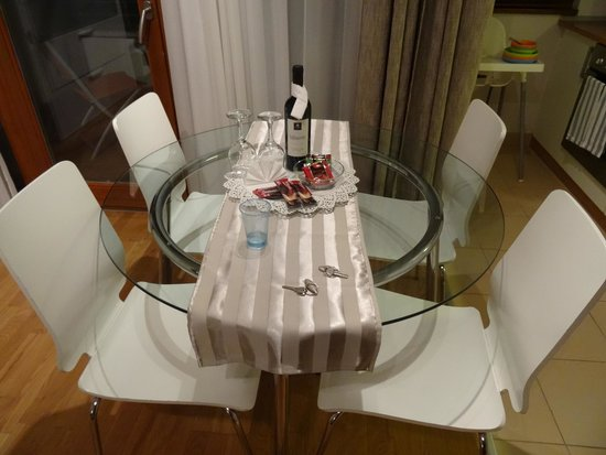 7Seasons Apartments Budapest: Our Dining table