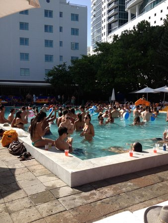 Shore Club South Beach Hotel: Pool Party on Sunday