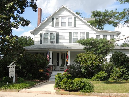 Holland House Bed and Breakfast: Street View