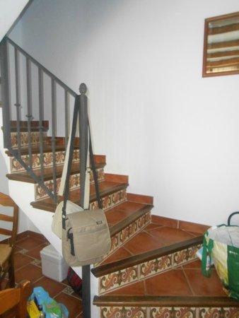Casitas de la Sierra: escalera que accede a las habitaciones