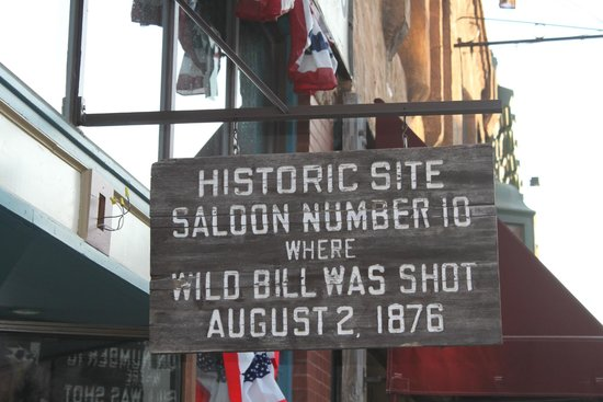 Bullock Hotel : Famous saloon across from the hotel