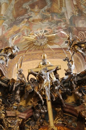 Asamkirche: これらの彫刻はロココ調というそうだ。