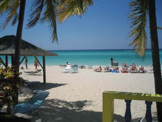 White Sands Negril : A view from the bar