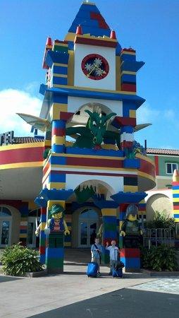 LEGOLAND California Hotel: LegoLand Hotel main entrance