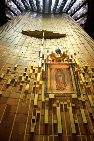 Basilica de Santa Maria de Guadalupe : La túnica de Juan Diego