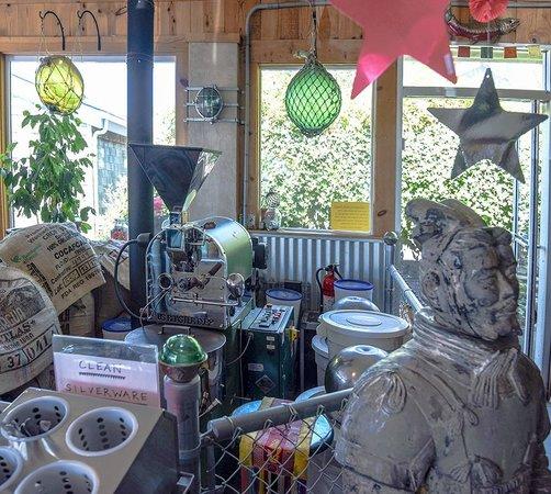 Green Salmon Coffee Shop: Coffee roaster