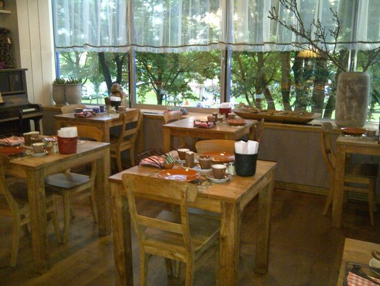 Forest Hotel: Lovely second floor dining room.
