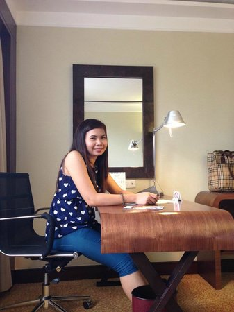 Marco Polo Plaza Cebu: a worktable inside the room makes business trips perfect!