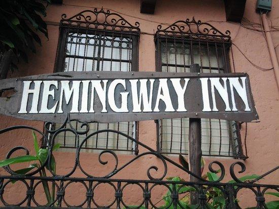 Hemingway Inn: Letrero Principal