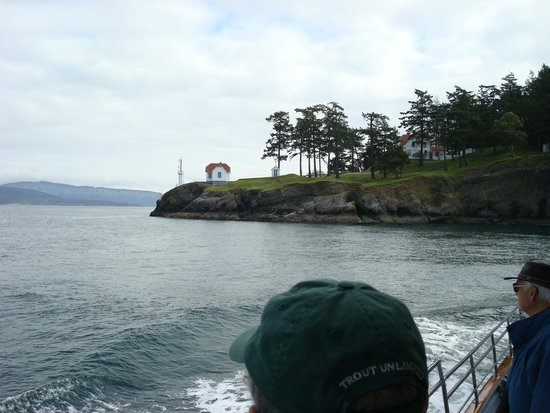 Puget Sound Express - Day Trips: Approaching light house on one of the many San Juan Islands