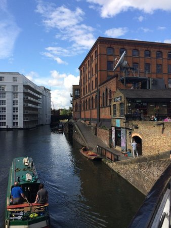 Holiday Inn London - Camden Lock: The canal from outside the hotel