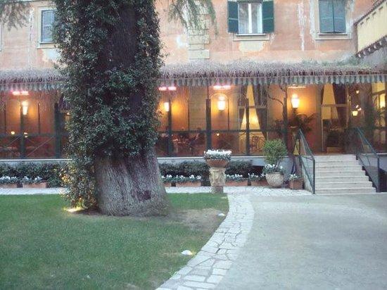 Quirinale Hotel : Jardín interior del hotel