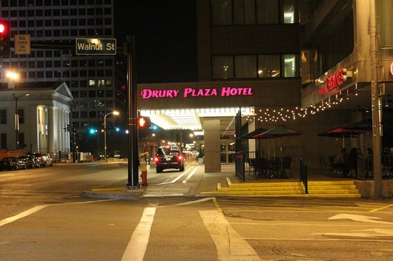 Drury Plaza Hotel St. Louis at the Arch: Corner of 4th and Walnut
