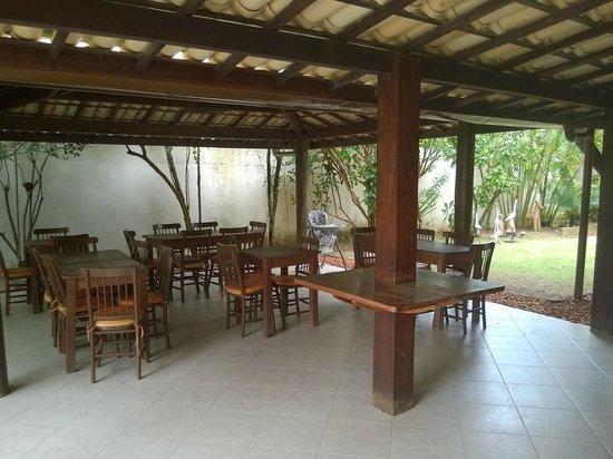 Pousada Stella Tropical : Área do café.