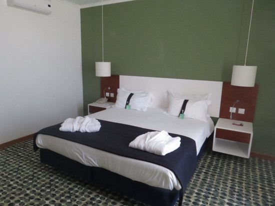 Holiday Inn Algarve - Armacao de Pera: Quarto