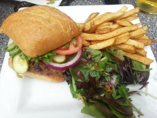 Duffy's Pub: Quinoa Burger