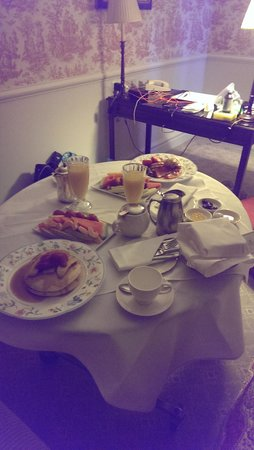 Lilianfels Blue Mountains Resort & Spa: Room service breakfast