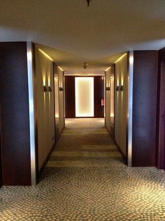 Renaissance Barcelona Hotel: hallway