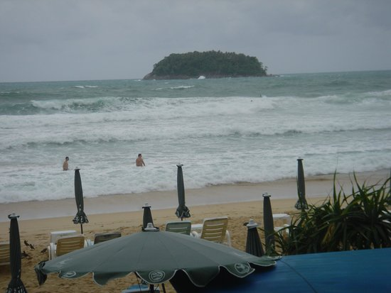Kata Beach Resort and Spa: hotel beach