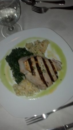 One Fish, Two Fish Restaurant: Grilled Tuna