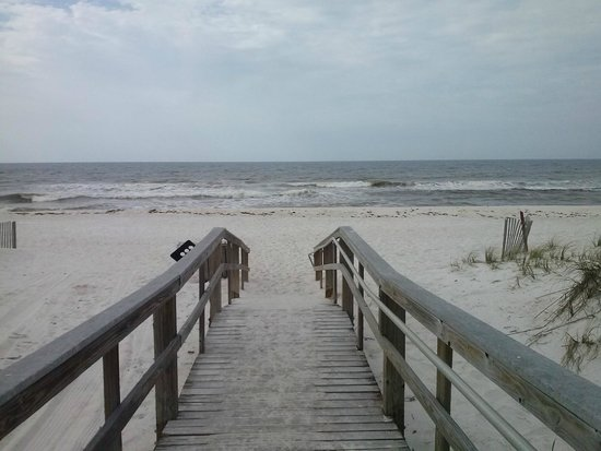 Days Inn Pensacola Beachfront: nice walk on the beach