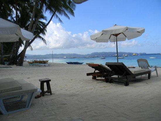 Surfside Boracay Resort & Spa: Пляж