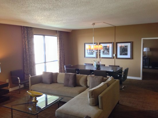 Hilton St. Louis Airport : Presidential Suite living and dining area. The table seats eight.