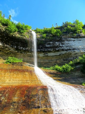 Holiday Inn Express Munising -  Lakeview: Unnamed falls at Pictured Rocks