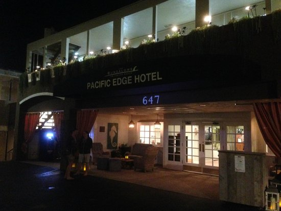 Pacific Edge Hotel on Laguna Beach: Front of Pacific Edge at Night